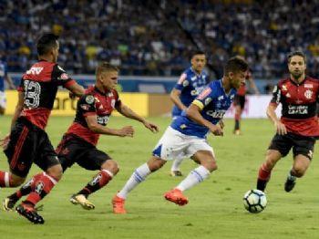 Lance de jogo entre Cruzeiro e Flamengo pela final da Copa do Brasil - Foto: Cristiane Mattos/Cruzeiro