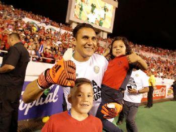 Navas, goleiro da Costa Rica, festeja vaga na Copa 2018 (Foto: Juan Carlos Ulate/Reuters)