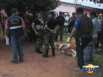 Homicídio aconteceu em frente a casa da vítima (Foto: Porã News)