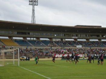 Jogo no Douradão terminou empatado em dois gols - Foto: Adriano Moretto