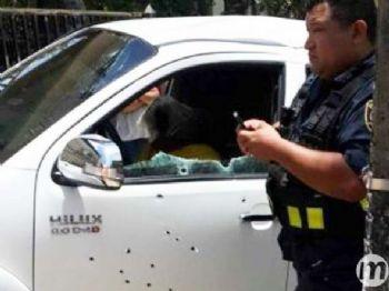 Casal estava em uma caminhonete que foi alvejada por diversos disparos (Foto: Abc Color)