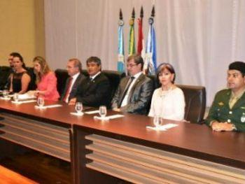 Mesa de autoridades.  Fotos: Tião Prado (Pontaporainforma)
