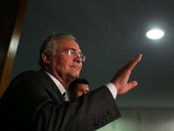 O presidente do Senado, Renan Calheiros, fala sobre decisão do plenário do STF que o manteve no cargoFabio Rodrigues Pozzebom/Agência Brasil