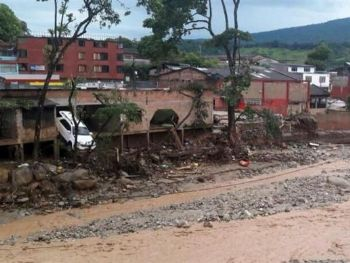 Cheia em três rios da Colômbia, em consequência das chuvas, deixa mais de 150 mortos na cidade de MocoaExército da Colômbia/EFE
