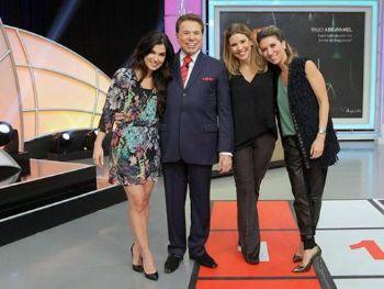Da esq. para a dir. :Renata Abravanel, Silvio Santos, Daniela Beyruti e Rebeca Abravanel no 'Roda Roda Jequiti'   (Lourival Ribeiro/SBT)