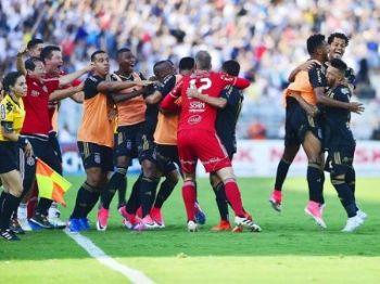 Jogadores da Macaca comemoram triunfo - Foto: Reprodução/Globoesporte