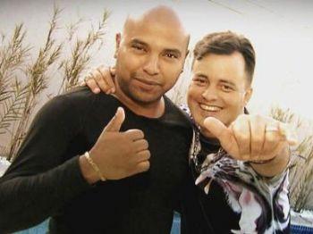 Renner com seu novo parceiro, Ricardo: semelhança com Rick impressiona - Divulgação/TV Record