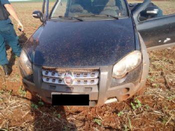 Carro estava com três pneus furados - Foto: Divulgação