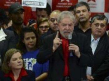 Ex-presidente Luiz Inácio Lula da Silva sobre dá entrevista coletiva sobre a condenação por corrupção pelo juiz federal Sérgio Moro Foto: Agência Brasil