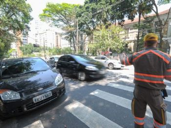 Multa poderá ser eviatada caso o agente de trânsito possa consultar informações - Foto: Foto: Flávio Moraes/G1