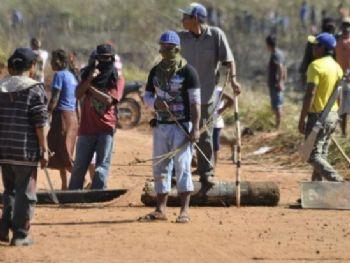 Indígenas armados com facões, armas de fogo e arco e flecha caracterizam clima de confrontoArquivo/Hedio Fazan