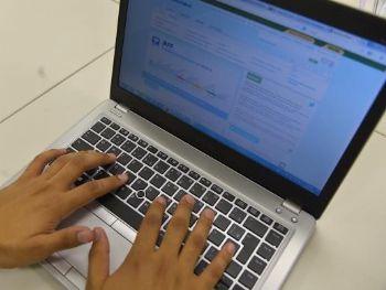 Para saber se teve a declaração liberada, o contribuinte deverá acessar a página da Receita na internet, ou ligar para o Receitafone, no número 146 - Marcello Casal Jr./Agência Brasil