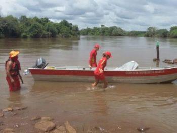 Corpo estava boiando e enroscado em uma galhada à margem do rio. (Foto: Arquivo)