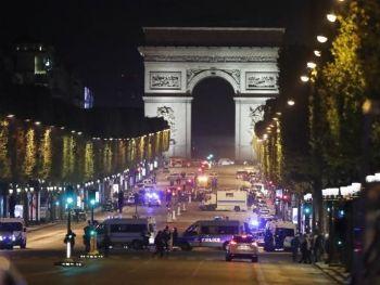 O tiroteio na Champs Élyssés deixou um policial morto e dois feridosAgência Lusa/EPA/Ian Langsdon/Direitos Reservados