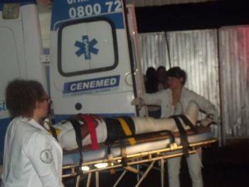 Fã é levado para hospital após palco ceder. Foto: Tél Patané/Catanduva Show