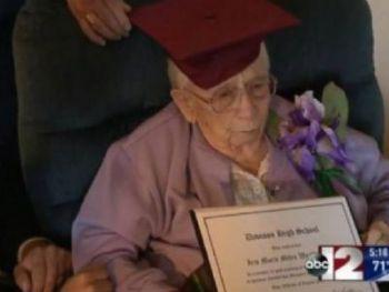 Hoje com 97 anos, Iris finalmente recebeu um diploma honorário do distrito escolar de Davison / ABC News/Reprodução