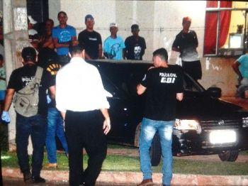Policiais verificam disparos feitos contra Uno, tiros mataram Tiago Mizael Segoga de Moura - Foto: Gerson Oliveira / Correio do Estado