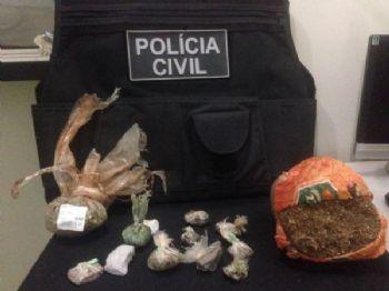 A droga que foi encontrado pelos policias em baixo do colchão e na mochila na casa. Foto: Divulgação