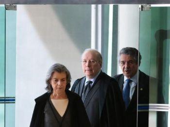 A presidente do STF, Cármen Lúcia, e o ministro Celso de Mello chegam ao Supremo para julgar liminar que determina o afastamento de Renan Calheiros da presidência do Senado   José Cruz/Agência Brasil