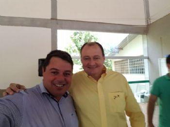 Presidente de Câmara Municipal de Laguna Carapã Valmor Flores e o secretário de infraestrutura de Mato Grosso do Sul, Marcelo Miglioli. Foto: Assessoria