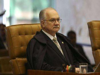 O ministro Luiz Edson Fachin durante sessão plenária extraordinária no STF. Esta é a última sessão antes das férias forenses dos ministros Foto: José Cruz/Agência Brasil Brasília