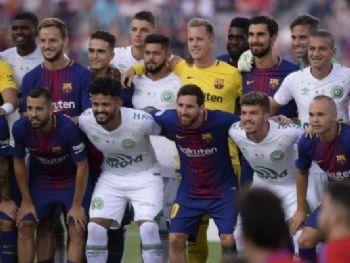Partida no Camp Nou teve clima amistoso e homenagens à Chape (Foto: Josep Lago/AFP)