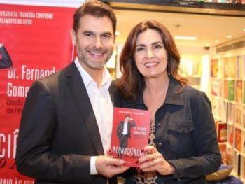 Fátima Bernardes prestigia o lançamento do livro