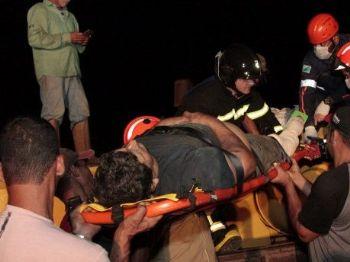 Vítima foi socorrida pelo Corpo de Bombeiros. - Foto: PC de Souza/Edição MS