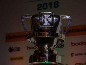 Taça da Copa do Brasil, exposta na sede da CBF, no Rio - Foto: Lucas Figueiredo/CBF